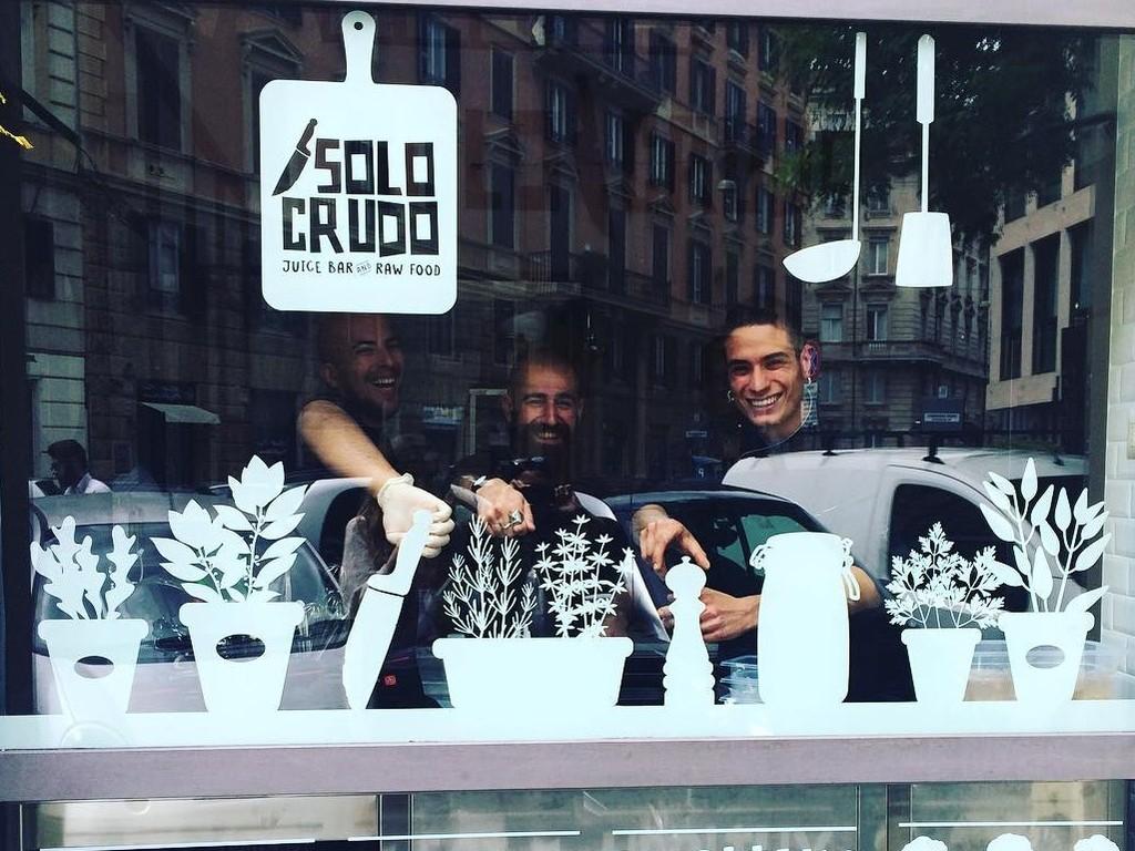 Pellicole satinate per vetri a Roma - Adesivi vetrine negozi Roma
